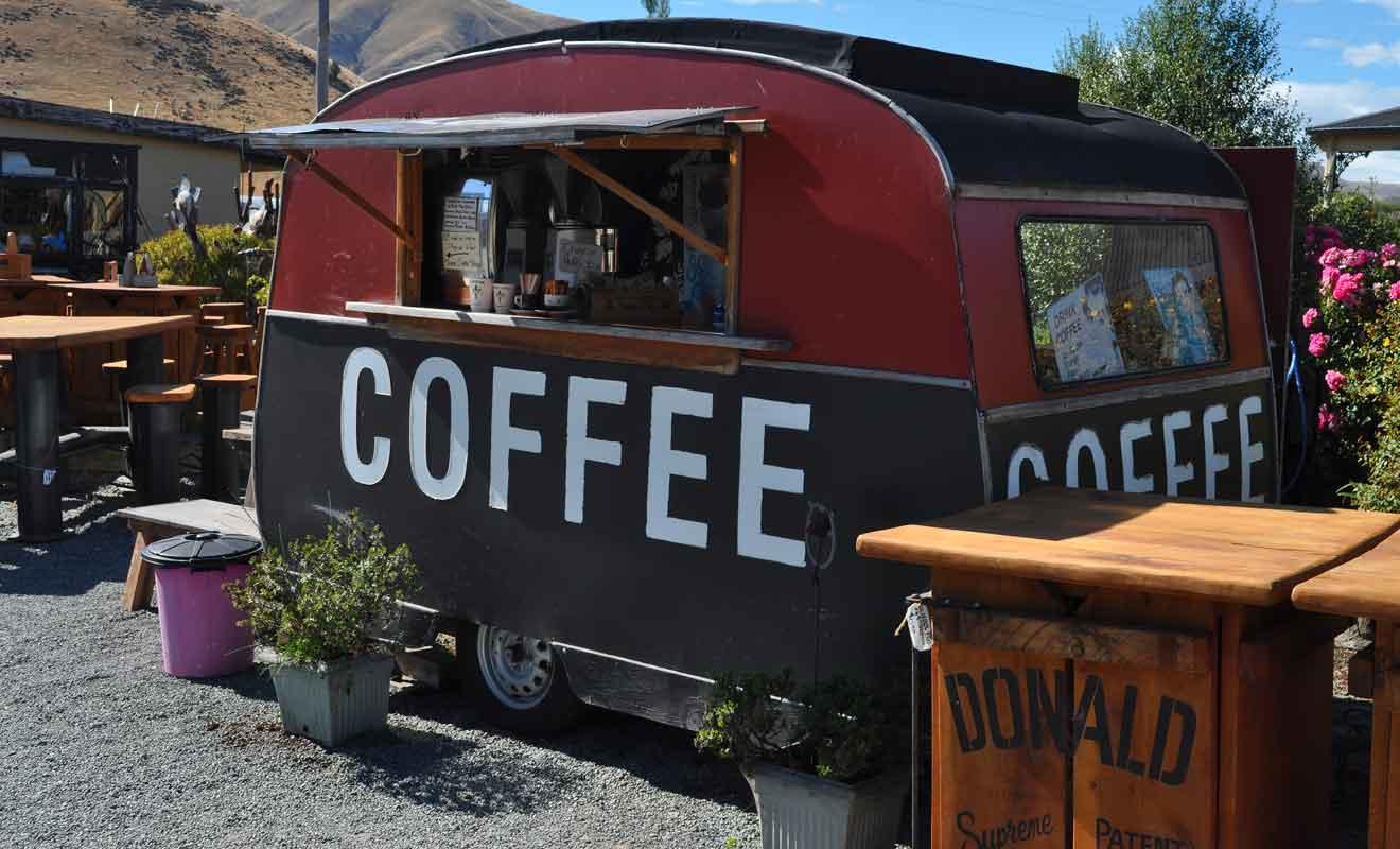 Vous pourrez consommer sur place ou savourer votre café en visitant le village.