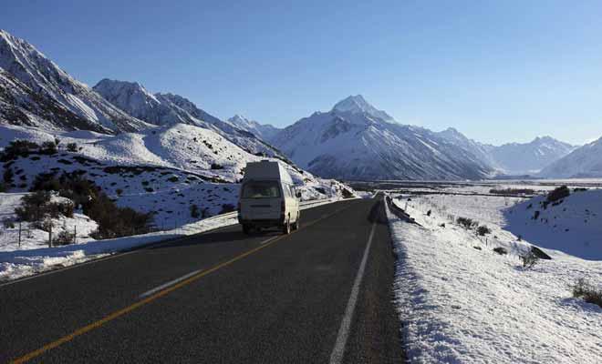 Il existe quelques routes dont l'accès est déconseillé (ou interdit) aux campings-cars. Il s'agit essentiellement de voies d'accès aux stations de ski ou de gravel roads trop étroites.