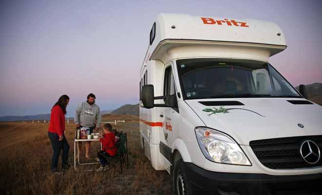 Le voyage en camping-car fait le bonheur des familles depuis des générations. En Nouvelle-Zélande, ce mode de transport est extrêmement populaire et les meilleurs modèles se réservent plusieurs mois à l'avance.