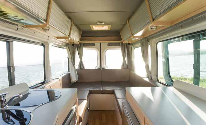 On a coutume de dire que le camping-car est une maison sur roues, mais la comparaison avec un appartement serait sans doute plus appropriée. Selon votre budget, le confort sera plus ou moins grand, mais même les modèles de véhicules plus anciens feront l'affaire pour explorer la Nouvelle-Zélande.