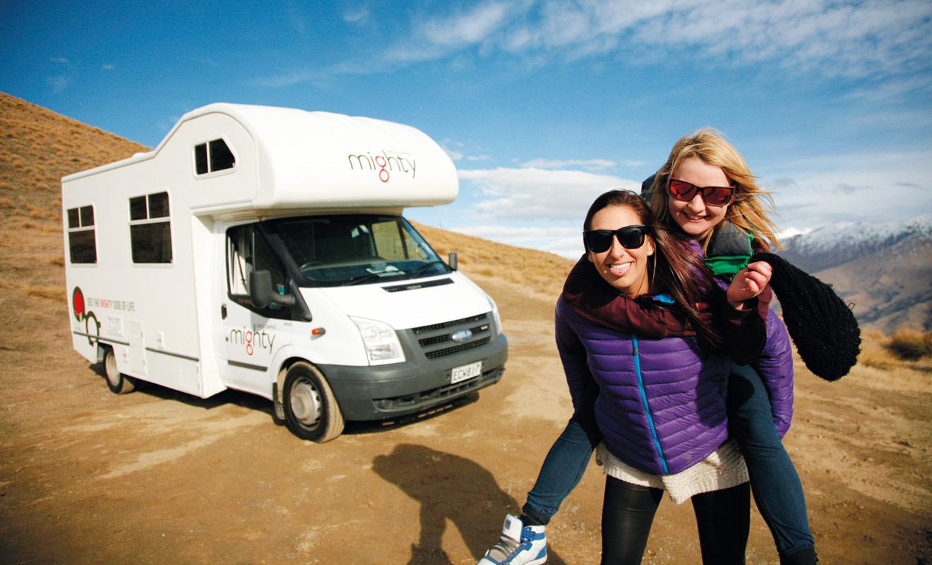 Si vous avez pris le temps de lire ce dossier, c'est sans doute parce que l'idée de louer un camping-car commence à faire son chemin. Ce moyen de transport est particulièrement bien adapté aux routes de Nouvelle-Zélande et il permet de réduire le budget des vacances... Pourquoi hésiter ?