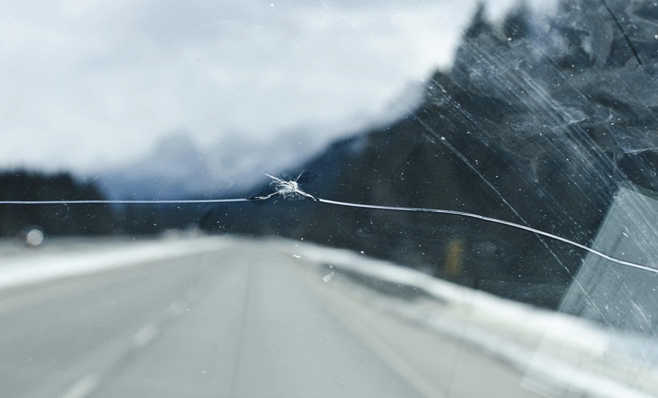 Les assurances contre le bris de glace ou le rachat de franchise sont à considérer sérieusement avant de louer un véhicule en Nouvelle-Zélande. Vous conduisez à l'étranger (à gauche qui plus est) et l'imprévu est par définition impossible à prévoir.