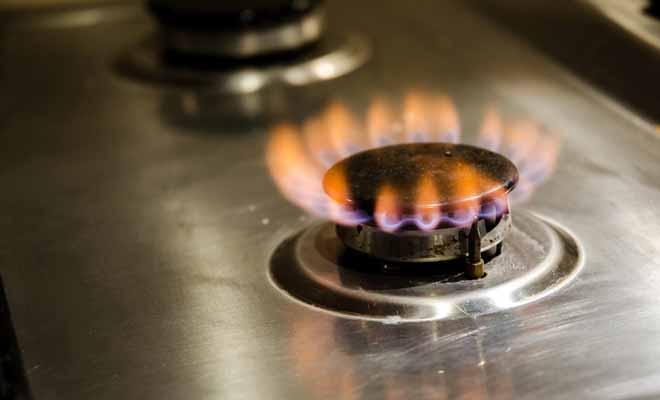 C'est en général une bonbonne de gaz logée dans un compartiment qui permet de faire fonctionner les plaques de cuisson et de chauffer l'eau de la douche.