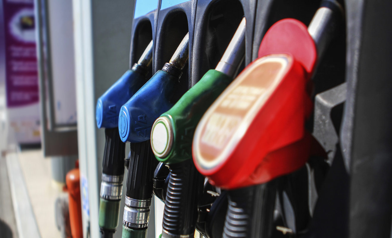 L'essence coûte moins cher en Nouvelle-Zélande qu'en Europe, mais le relief marqué du pays augmente la consommation de carburant. Les économies ne sont pas aussi spectaculaires que l'on pouvait l'espérer.