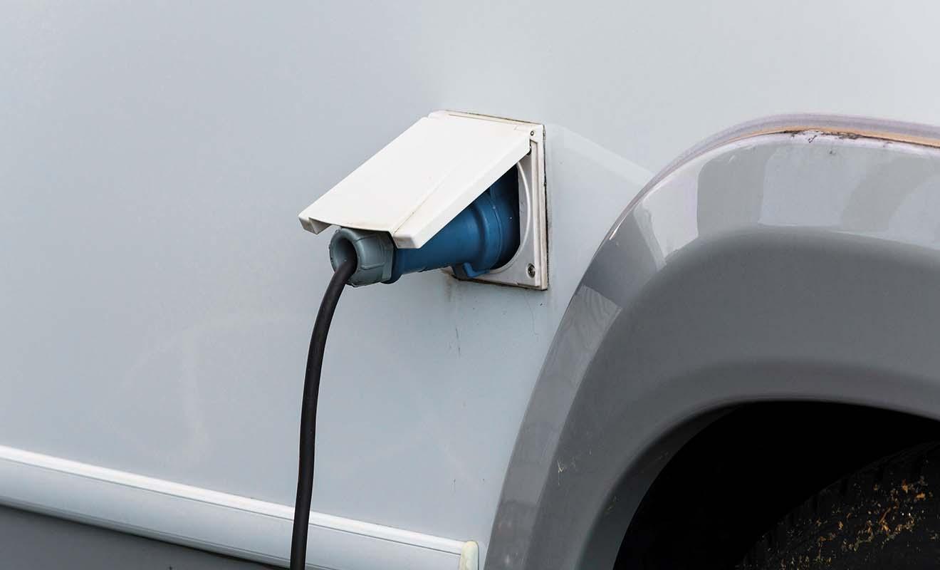 Vous devrez réaliser la vidange et recharger le camping-car en électricité tous les deux ou trois jours.