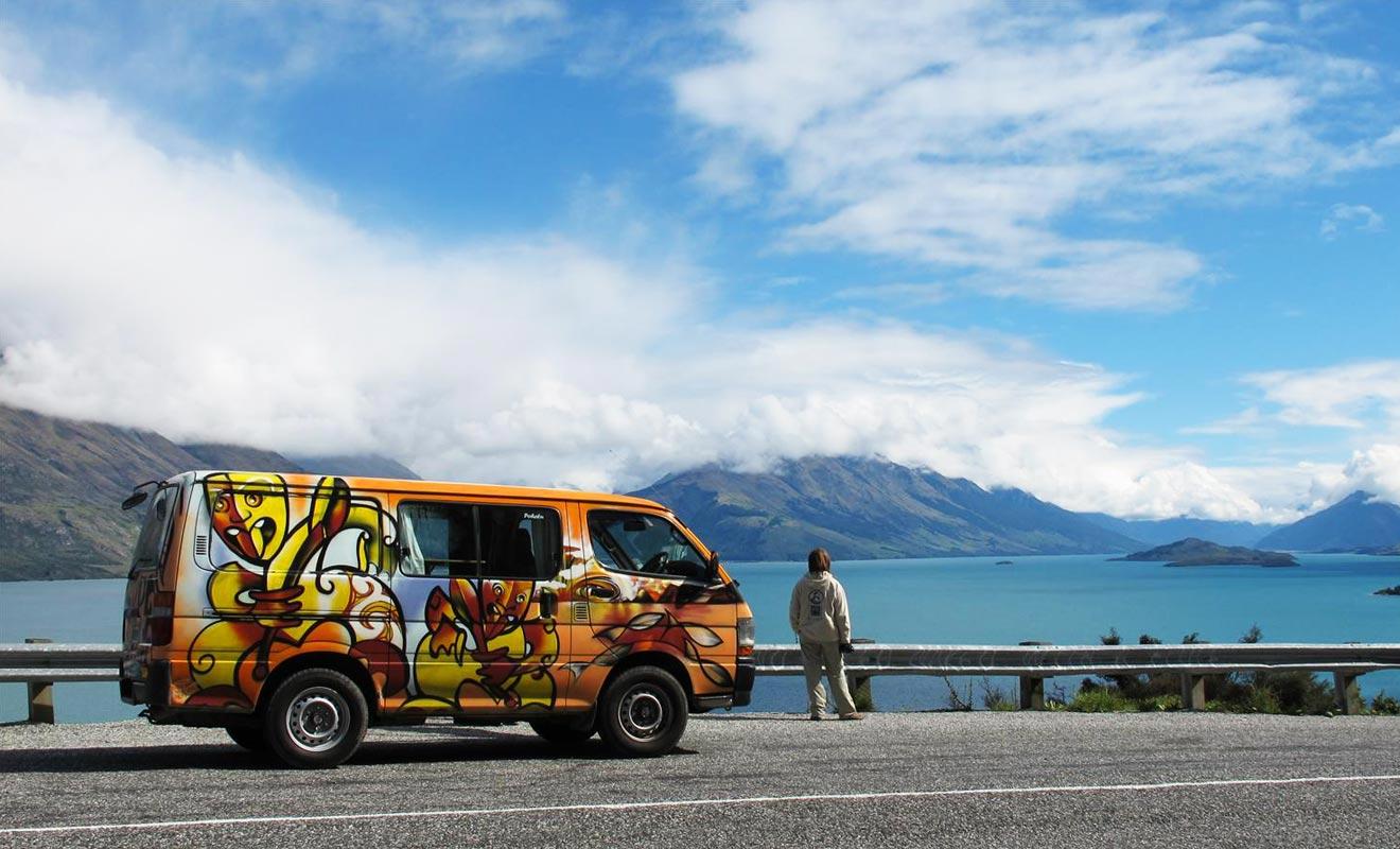 Le camper van est un petit camping-car idéal pour les couples sans enfants qui souhaitent découvrir le pays en liberté.