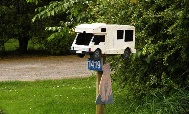 Les campings gratuits sont légion en Nouvelle-Zélande, mais la gratuité n'est pas toujours un avantage, car l'on ne peut pas se doucher ni recharger la batterie du camping-car. Il faut donc alterner entre le gratuit et le payant durant l'ensemble du séjour.
