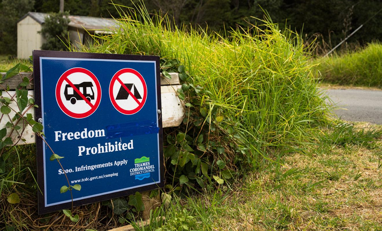 Si vous passez outre l'interdiction de camper, vous vous exposez à une amende de 200 dollars qui devra être réglée sur le champ.