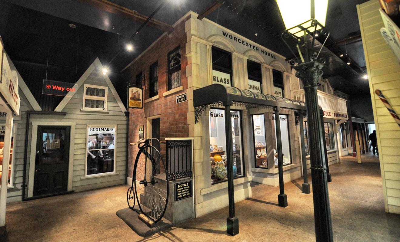 L'Otago Museum consacre une grande exposition à la ruée vers l'or, et propose même de visiter une reconstitution d'une rue de l'époque des prospecteurs.
