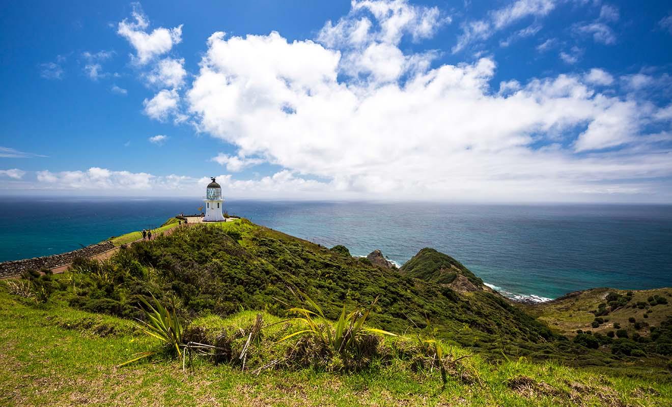 Même si le phare est très photogénique, la visite du cap est surtout intéressante par son côté mystique, car dans la tradition maorie ce lieu sacré marque le départ des âmes pour l'autre monde.