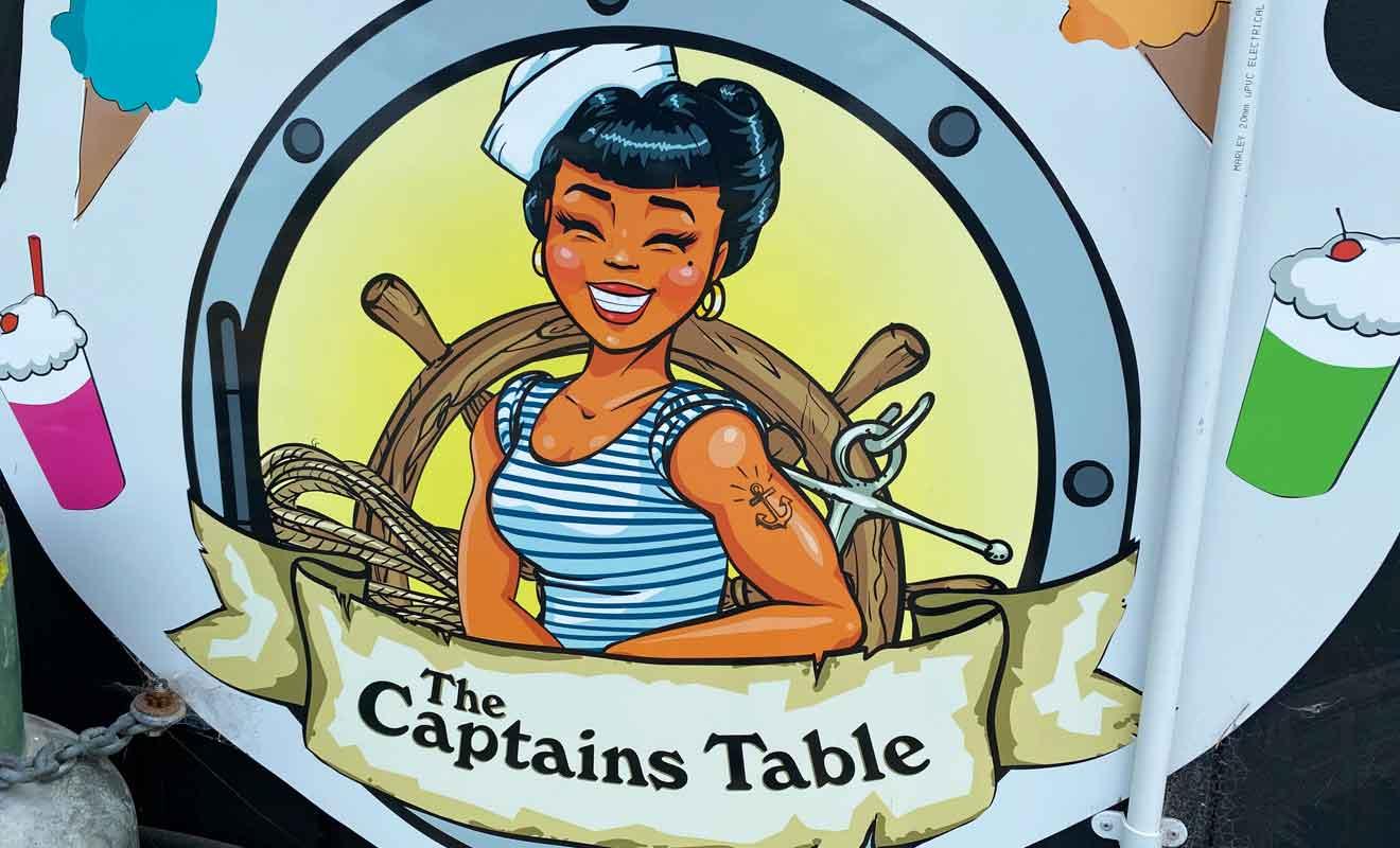 The Captains Table est le seul food truck dans une région qui ne compte aucun restaurant.