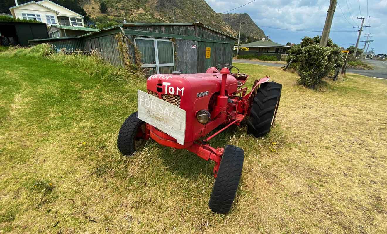 Certains tracteurs sont laissés à l'abandon, mais certains sont bien entretenus et proposés à la vente.