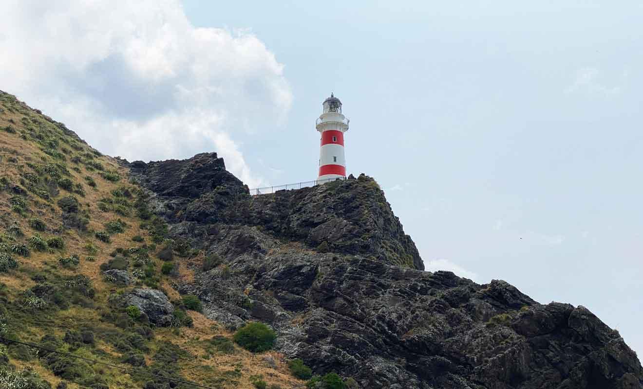 Le phare mesure 18 mètres de haut.