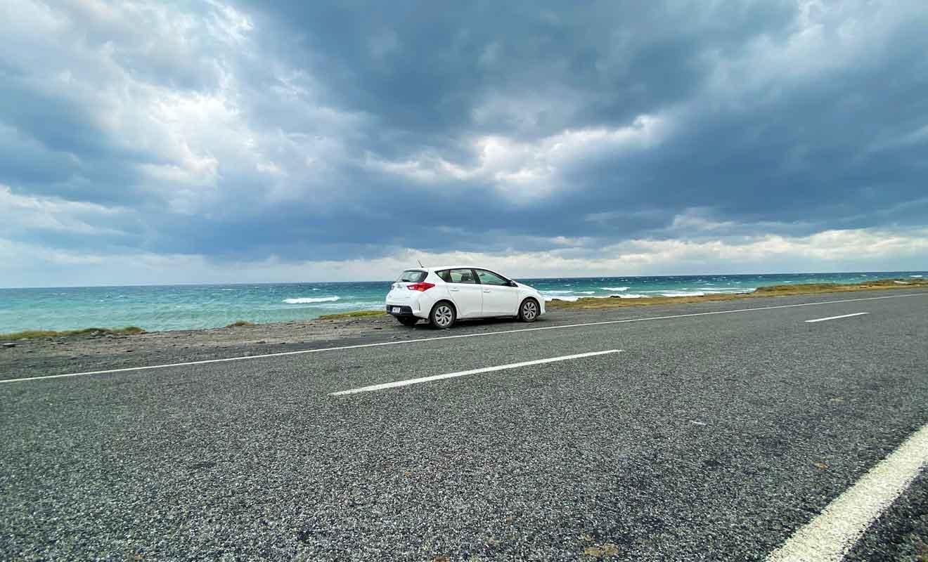 Cape Palliser Road longe une mer très agitée qui précède le détroit de Cook.