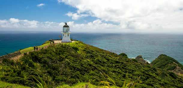 Le Cape Reinga se trouve pratiquement à la pointe de l'Île du Nord de la Nouvelle-Zélande. Son phare reconstruit en 1941 est visible à 48 km !