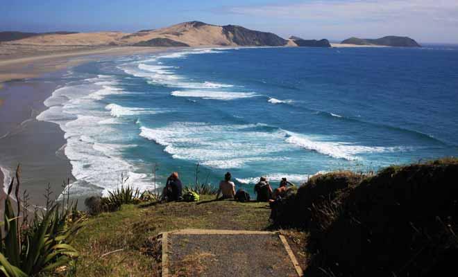 Depuis quelques années, la popularité du Programme Vacances Travail en Nouvelle-Zélande ne cesse de croitre. La beauté des paysages n'est pas la seule raison qui explique cet engouement, le taux d'insécurité très bas et la qualité d'accueil y sont pour beaucoup.