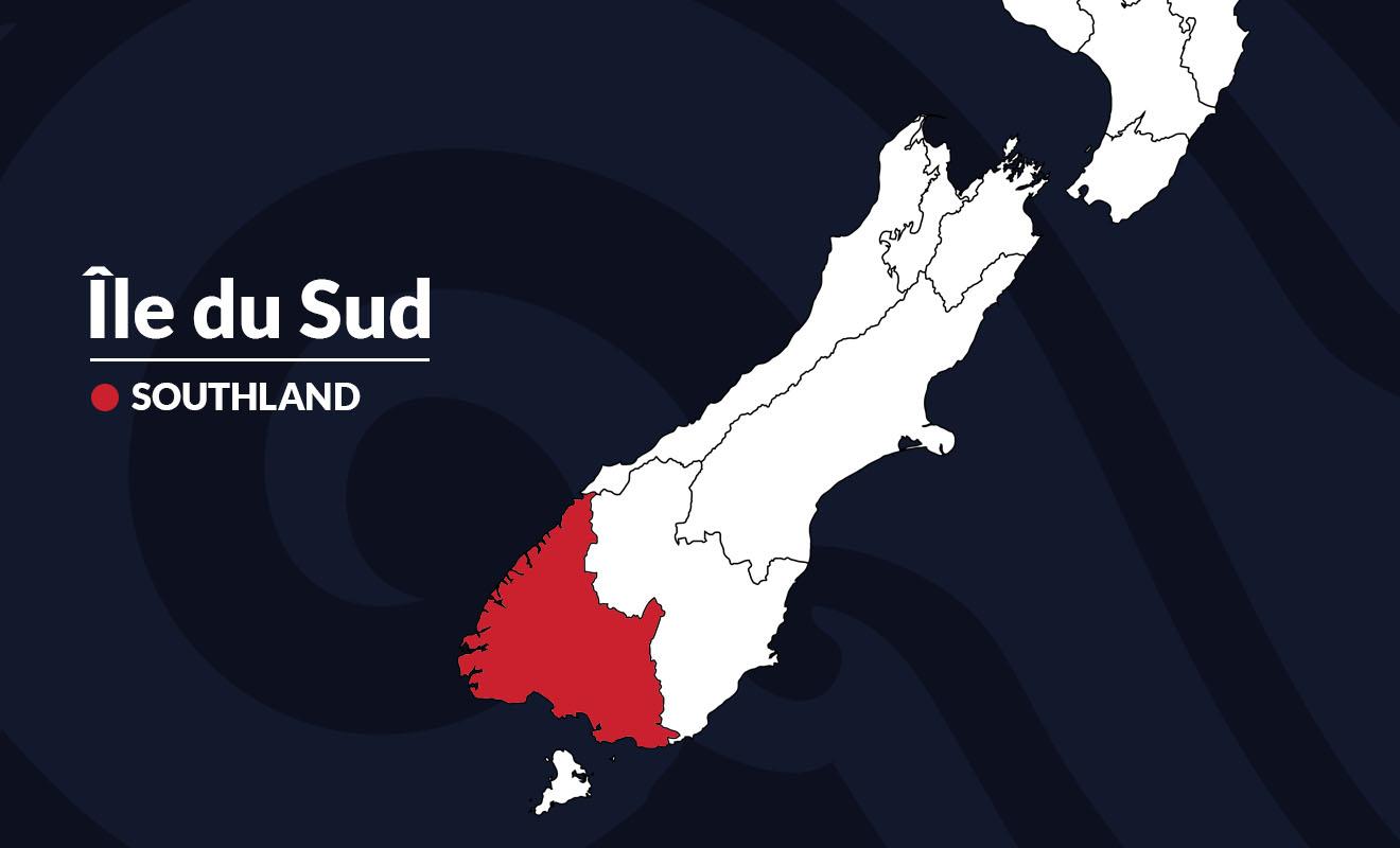 La région la moins peuplée du pays, et la plus sauvage, est célèbre pour ses fjords et ses forêts impénétrables. Le climat y est subtropical et il tombe 7 à 8 mètres de pluie chaque année.