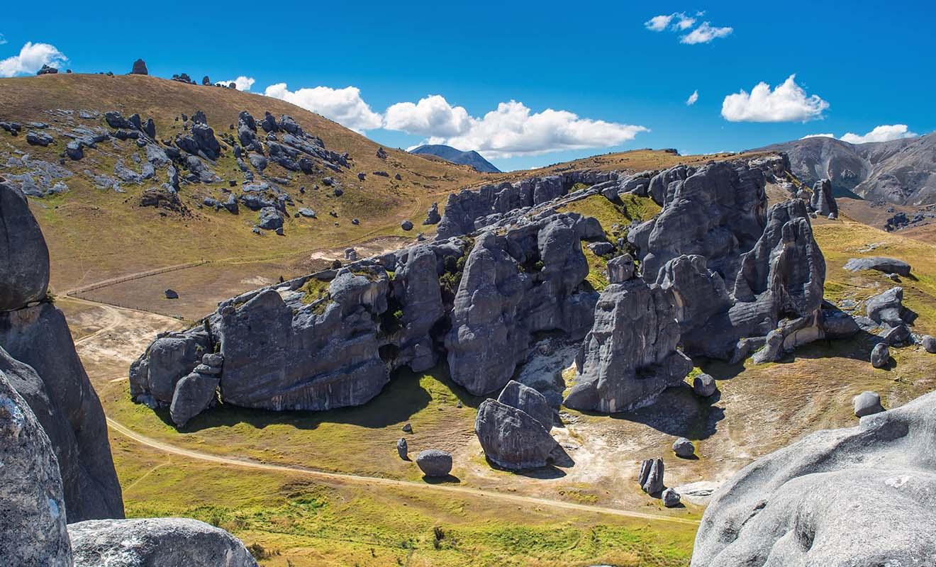 Castle Hill a servi de lieu de tournage dans le Hobbit pour les scènes où les héros sont pourchassés par les orcs.