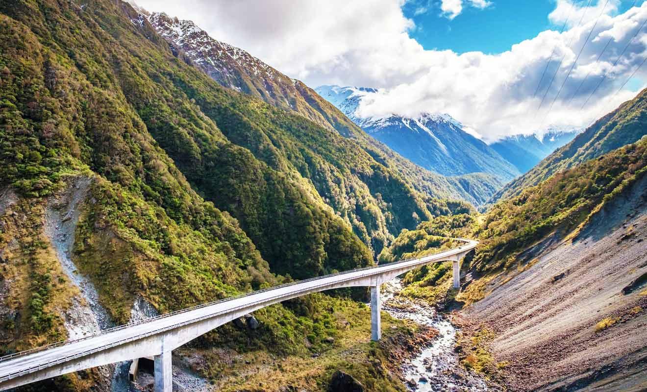 La State Highway 73 traverse les Alpes du sud de Nouvelle-Zélande.