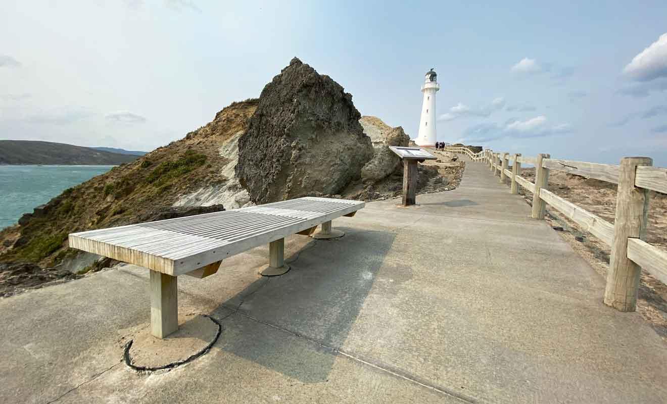 Le chemin qui mène au phare est une promenade de santé.