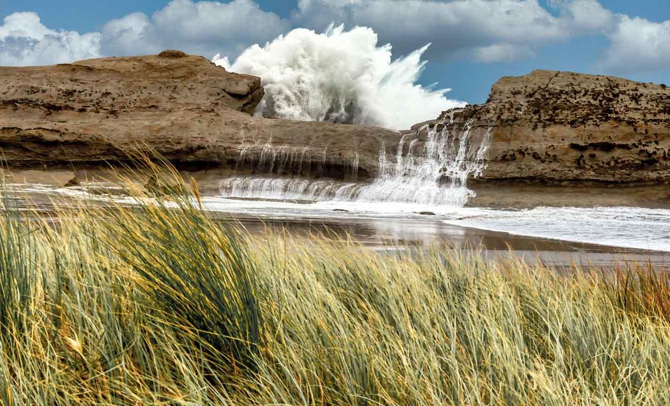 Évitez de visiter les rochers de la plage lorsque la marée monte.
