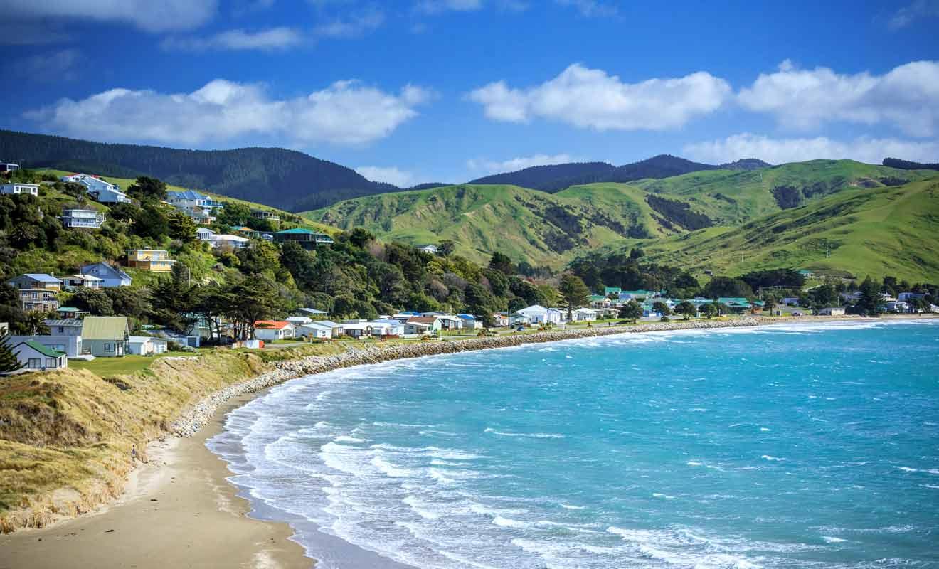 Avec à peine quelques milliers d'habitants, la bourgade est très isolée même si elle ne se trouve qu'à quelques heures de route de Wellington.