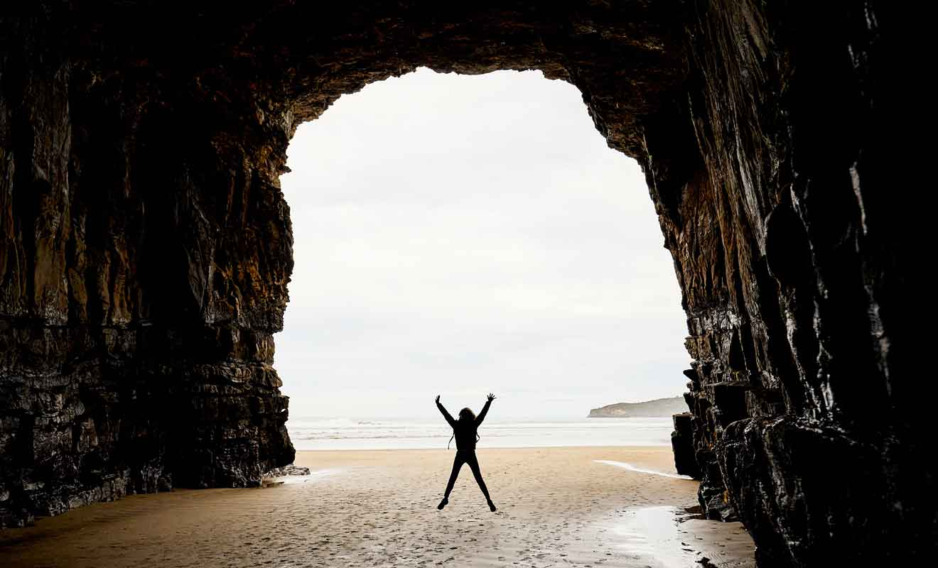 Les Cathedral Caves se visitent exclusivement à marée basse.