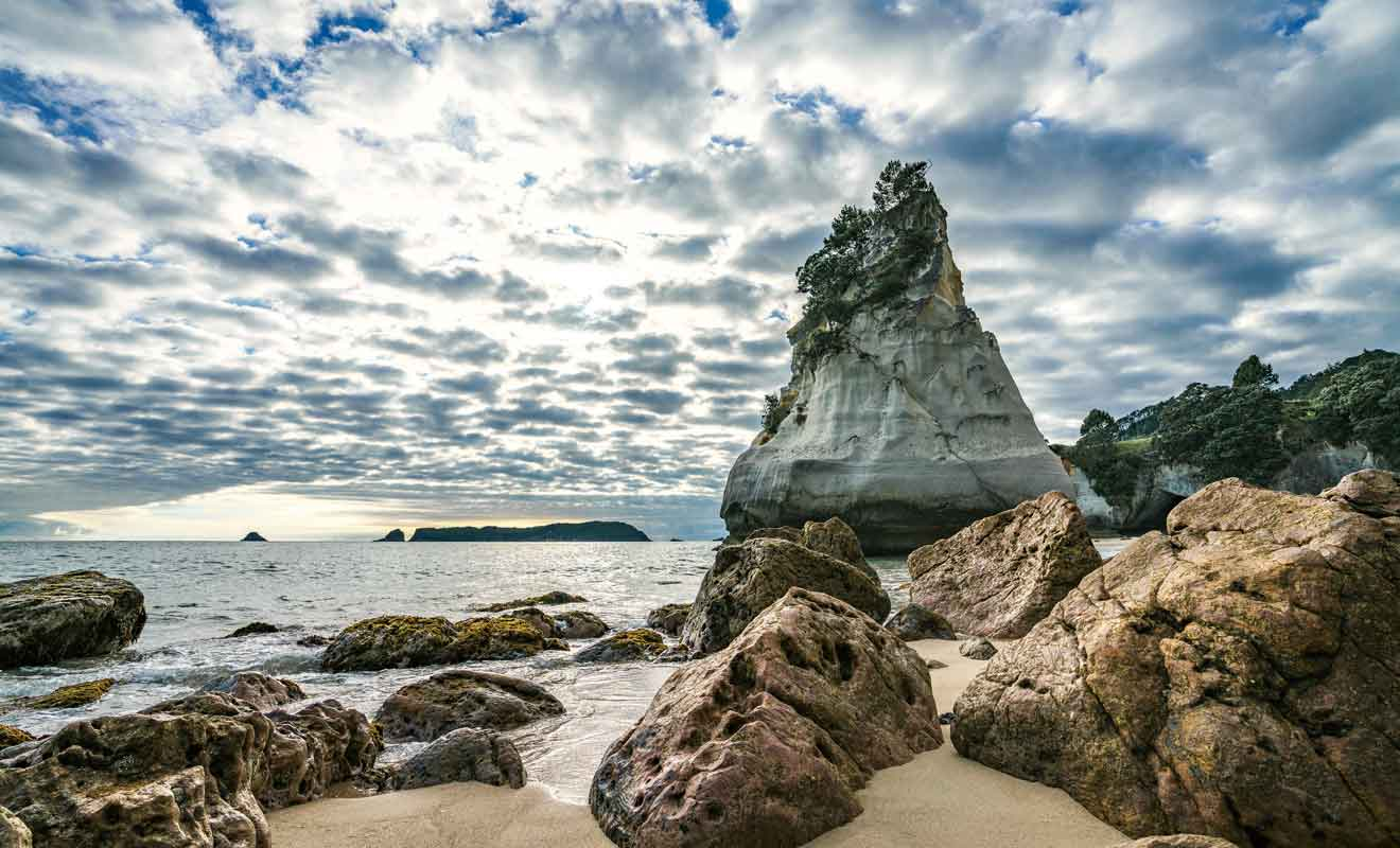 Ce rocher en triangle fut découvert par les premiers explorateurs maoris au XIIIe siècle.