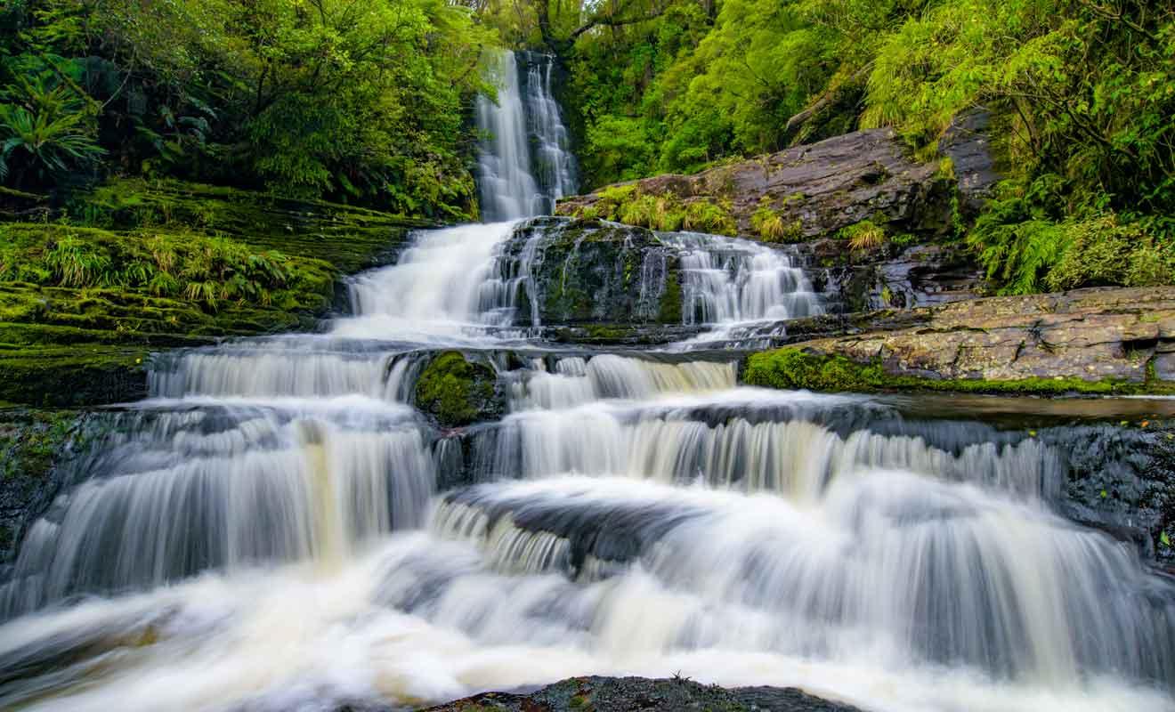 Les McLean Falls tombent de 22 mètres sur plusieurs niveaux.