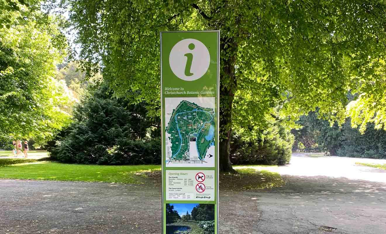 Le Jardin botanique occupe une superficie de 21 hectares, ce qui est considérable pour un parc de cette nature.