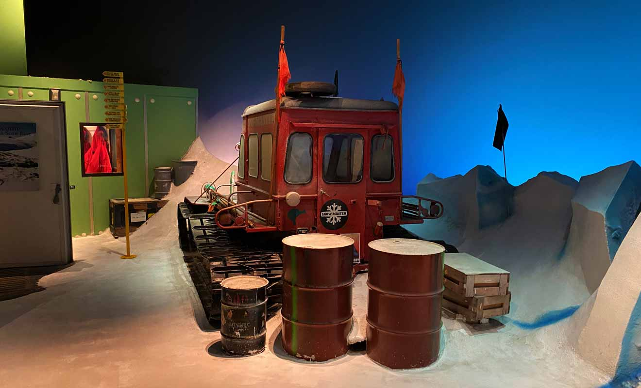 Le musée mériterait une rénovation, car certaines sections manquent de panneaux informatifs.