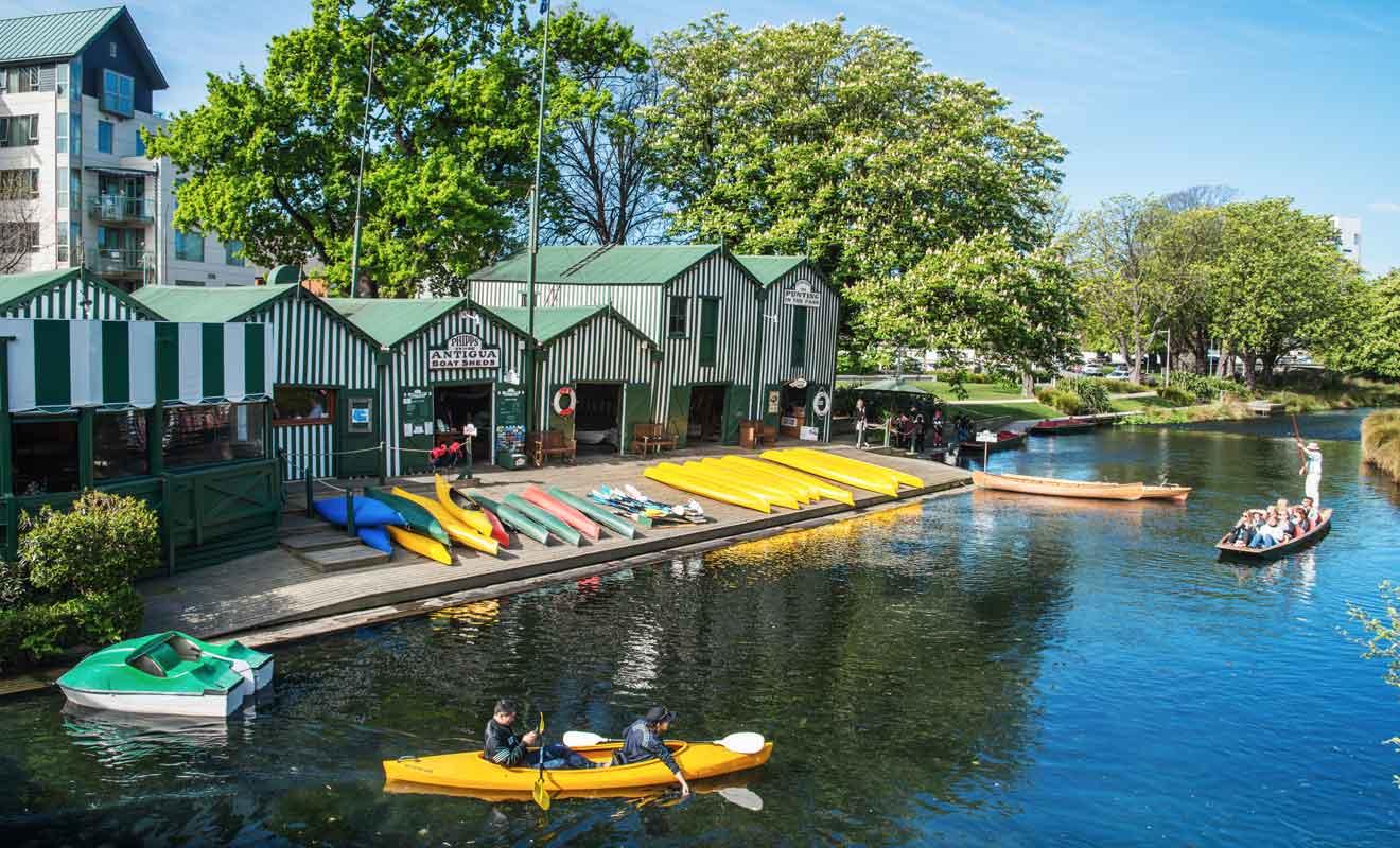 Vous pouvez aussi loueur une barque ou un kayak à Antigua Boatsheds pour explorer l'Avon à votre propre rythme.