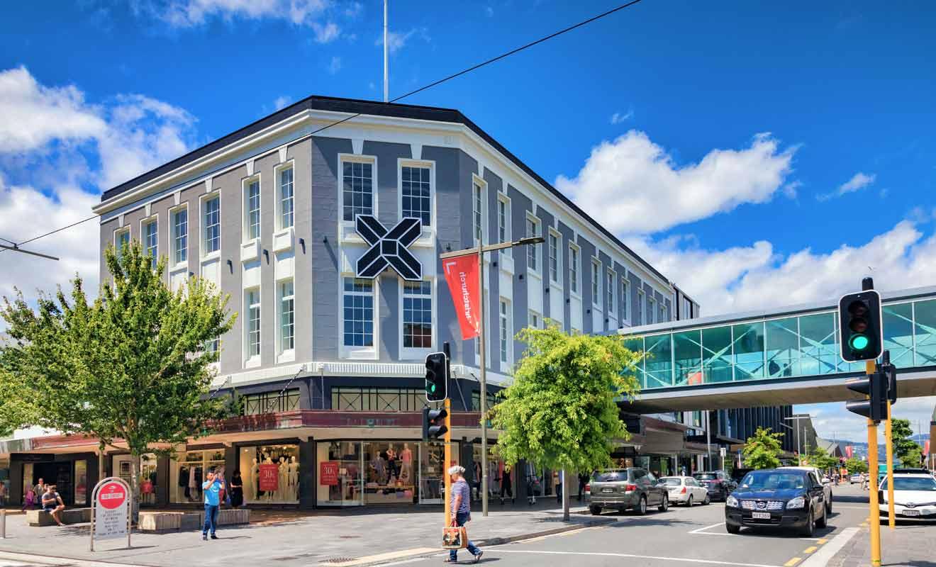 De nouvelles constructions qui respectent des normes antisismiques strictes ont remplacé les anciens bâtiments.