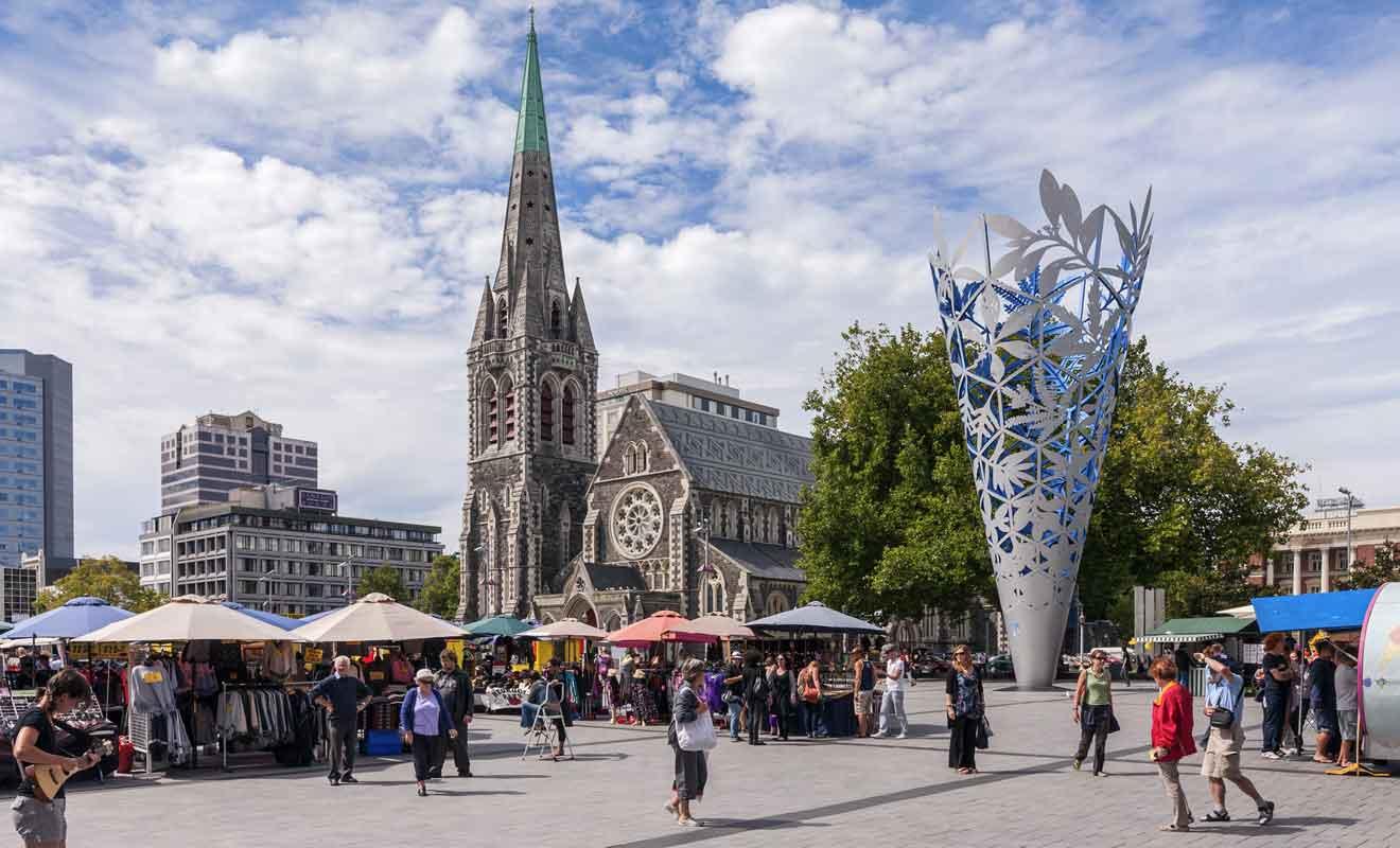 La cathédrale que vous pouvez voir sur cette photo a été détruite mais sera reconstruite à l'identique.