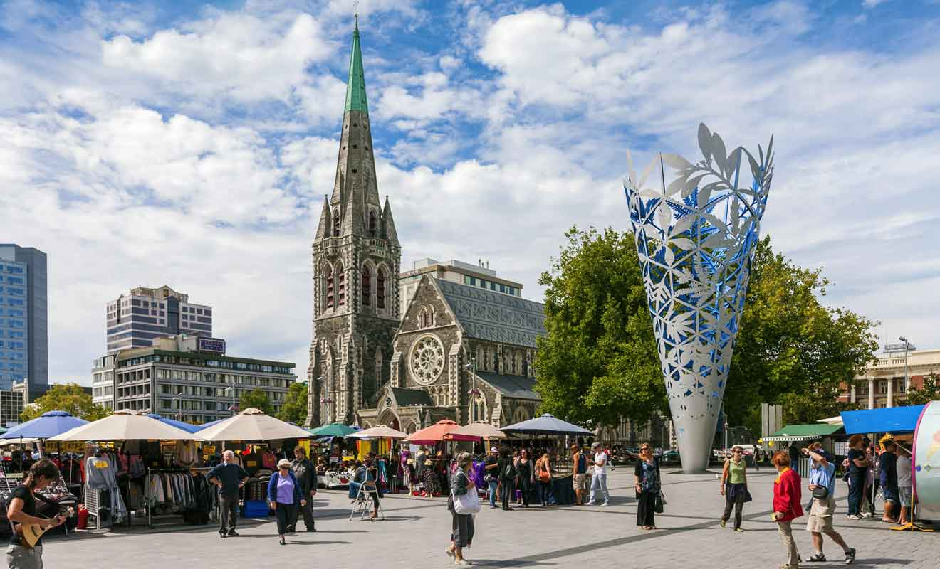 Détruite par le séisme de 2011, la Cathédrale emblématique de la cité sera finalement restaurée dans quelques années.
