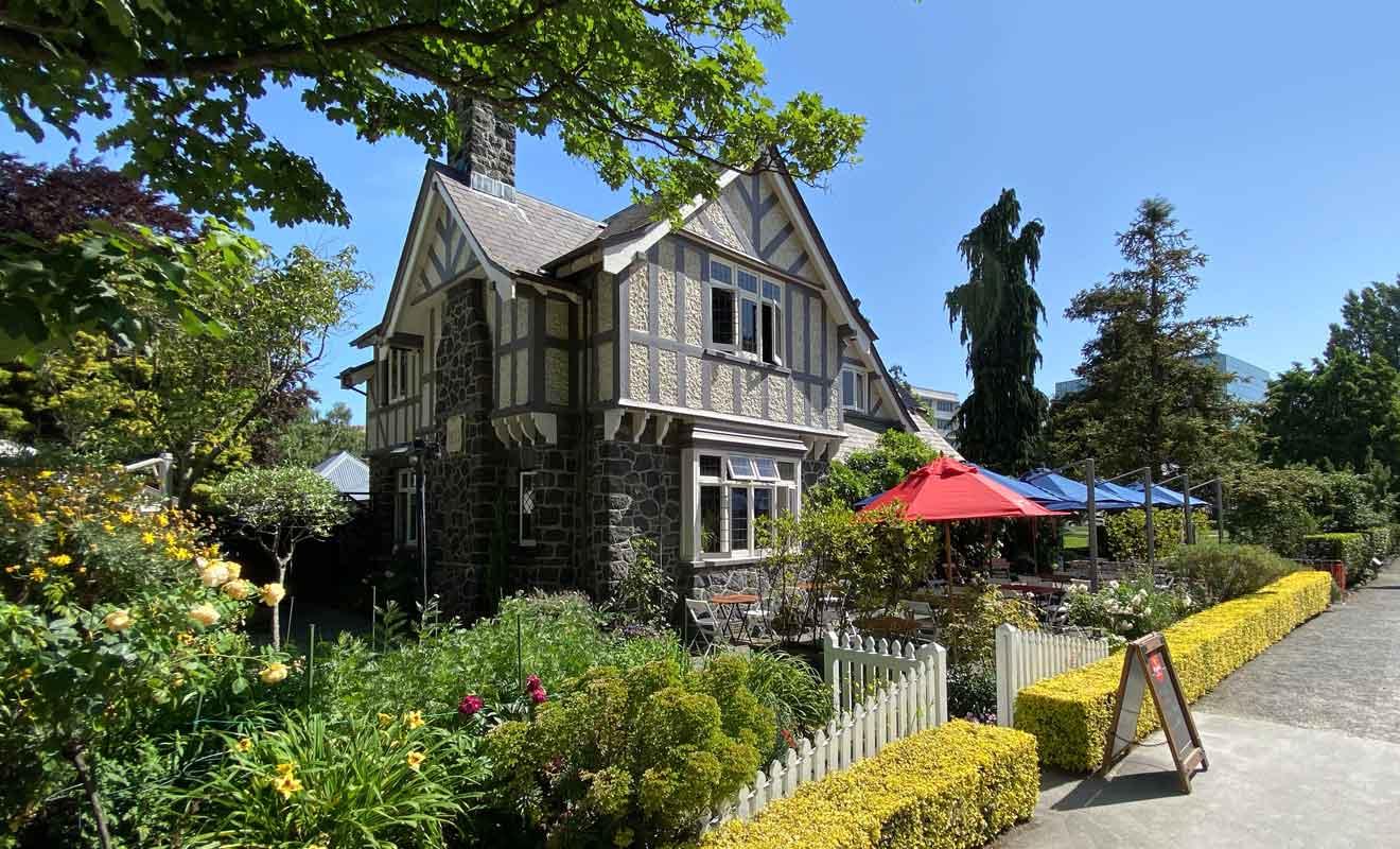 Curators House est une construction typique du Canterbury, avec l'emploi de la pière grise d'Oamaru.