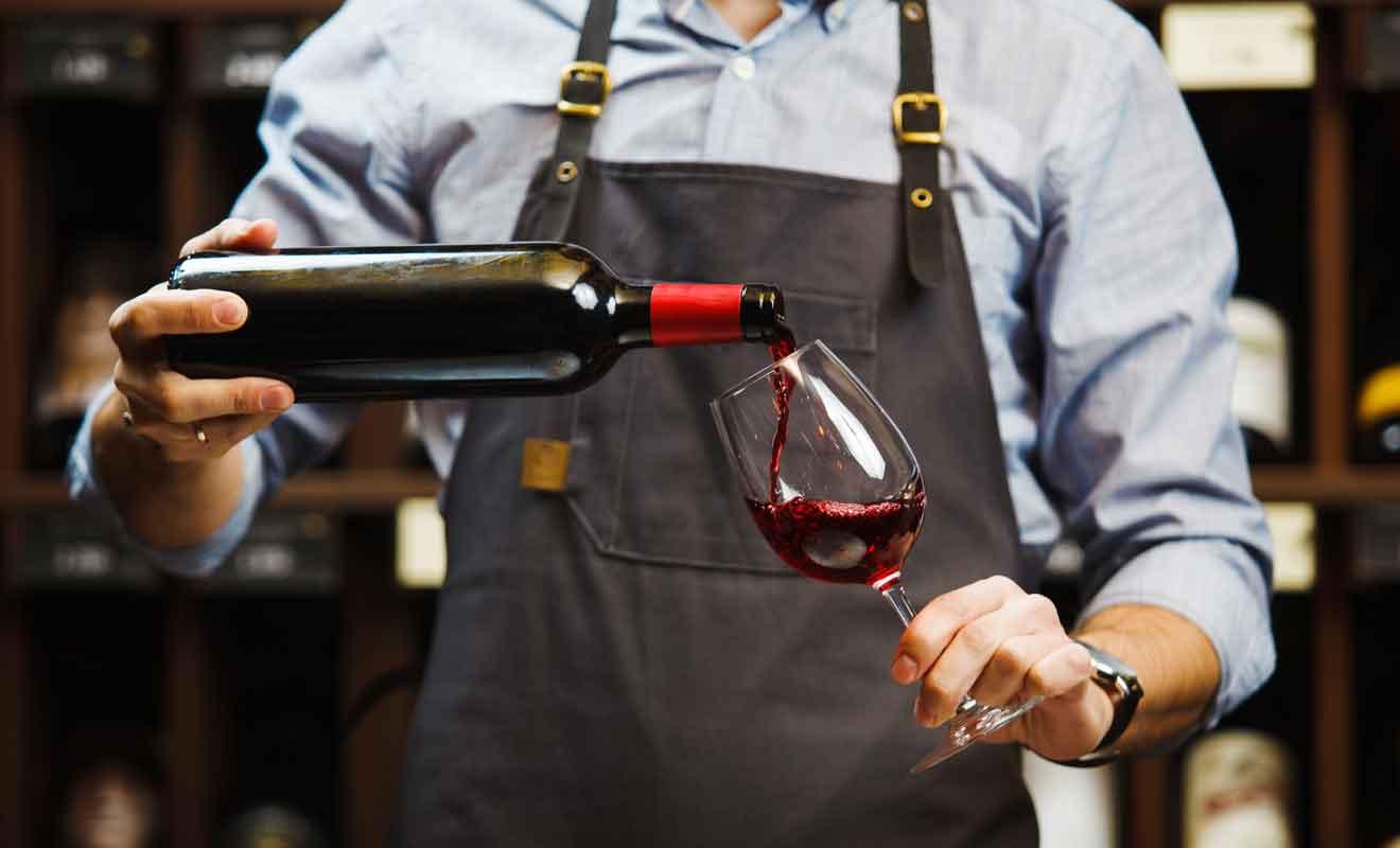 Si la carte met l'accent sur le vin rouge, vous pouvez aussi essayer le Sauvignon blanc avec des entrées ou desserts.