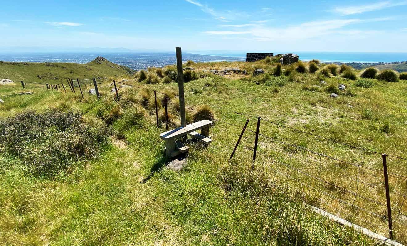 Utilisez le marchepied pour rejoindre le banc en évitant de faire peur aux moutons.