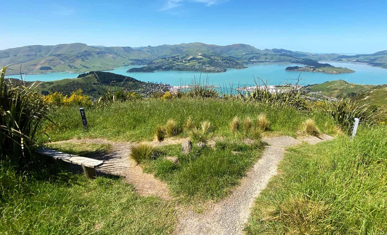 Le nom de la randonnée est inscrit sur le poteau indicateur, aucun risque de se tromper.