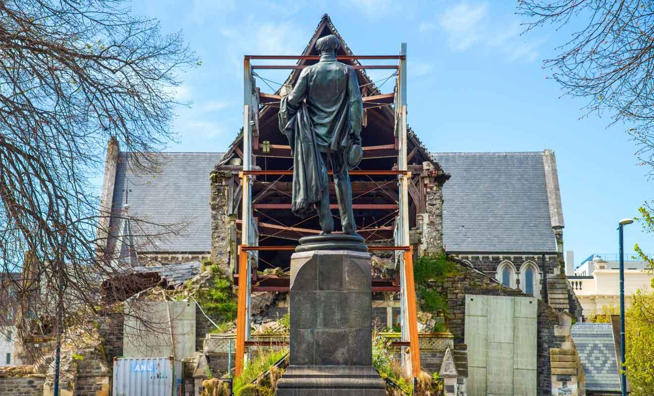 Après une dizaine d'années de débats, la Cathédrale qui devait être rasée sera finalement restaurée.