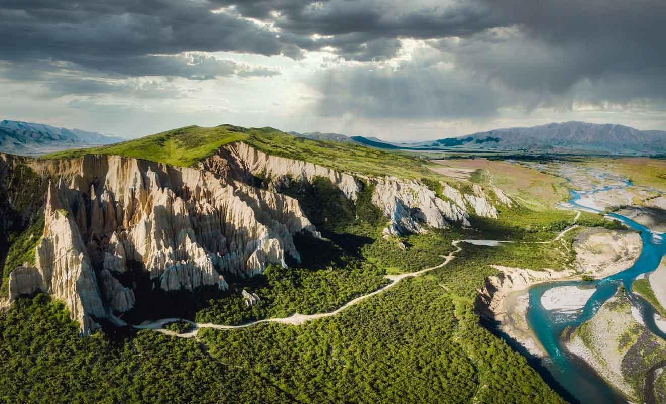 L'activité sismique continue de soulever le terrain et donnera sans doute naissance à des montagnes dans quelques millions d'années.