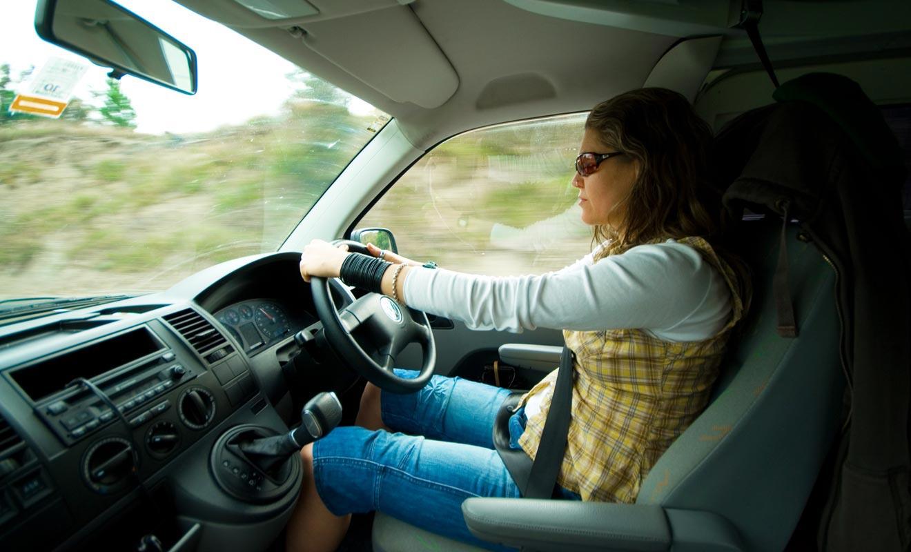 Des années de conduite à droite engendrent des réflexes et des habitudes. Fort heureusement, la priorité reste à droite même en Nouvelle-Zélande ou l'on conduit du côté gauche.
