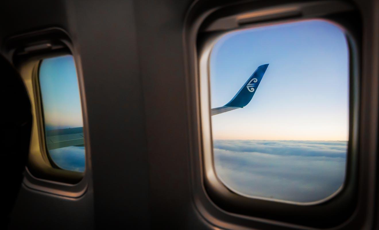 À condition de réserver ses billets à l'avance, il est recommandé d'emprunter l'avion pour passer d'une île à l'autre ou pour éviter les longs trajets en voiture.