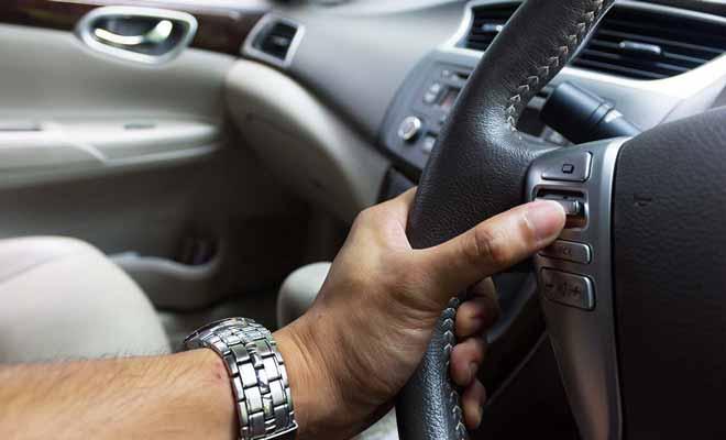 La plupart des gens sont un peu anxieux quand il s'installent pour la première fois dans une voiture dont le volant est placé à droite.