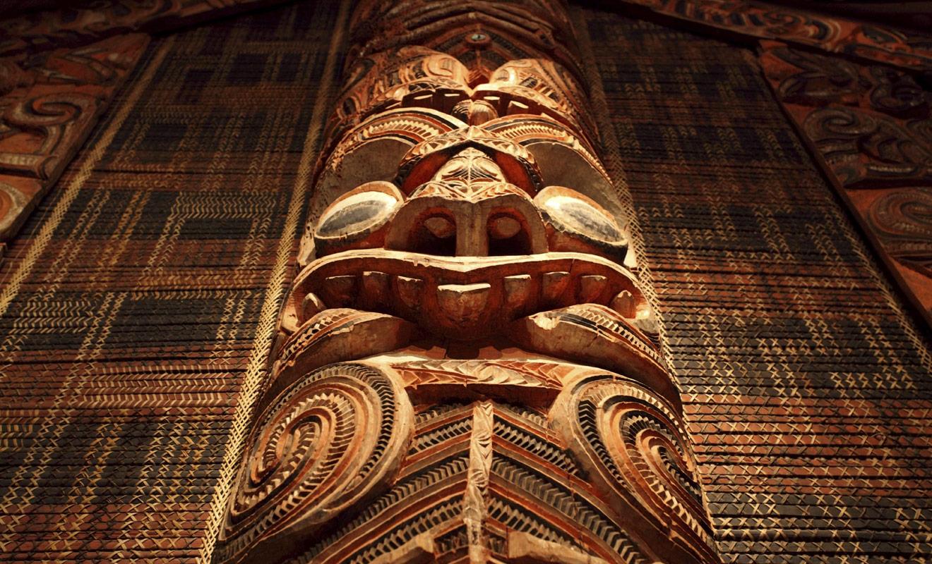 La culture maorie est une culture de type polynésienne qui a atteint des sommets dans plusieurs domaines artistiques, notamment la sculpture sur bois.