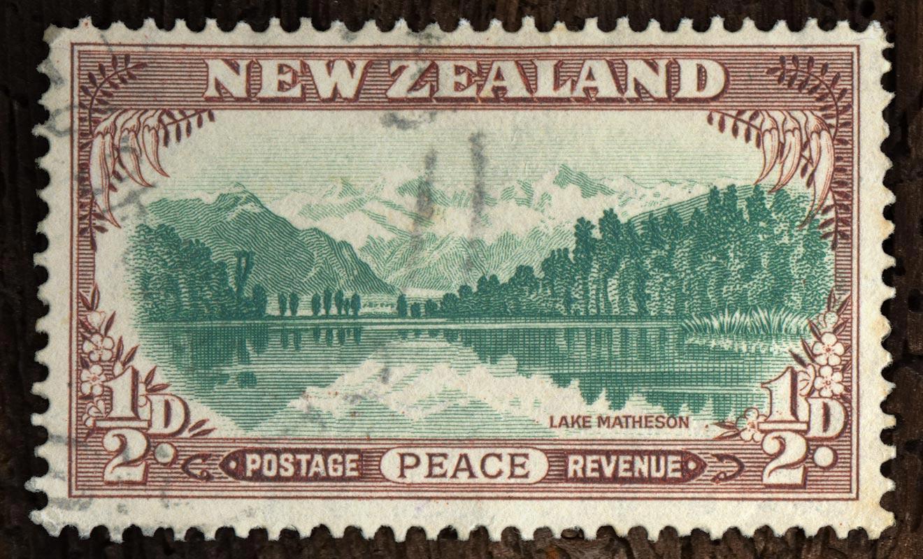 Le lac Matheson figure sur d'innombrables boites de chocolats depuis des lustres. On le trouve aussi représenté sur des timbres de toutes les époques.