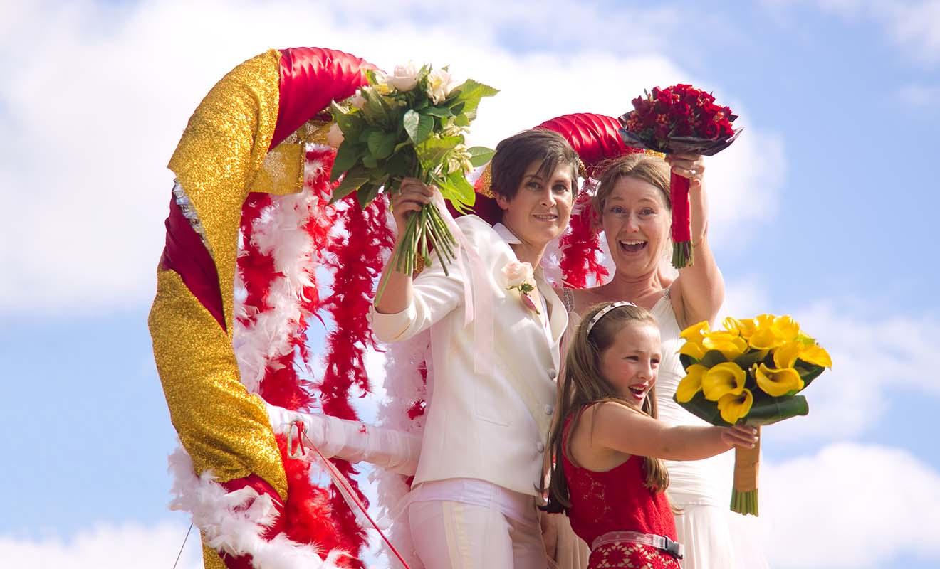 Depuis l'adoption du mariage gay en Nouvelle-Zélande, il y a en moyenne 450 mariages entre personnes du même sexe célébrés chaque année.