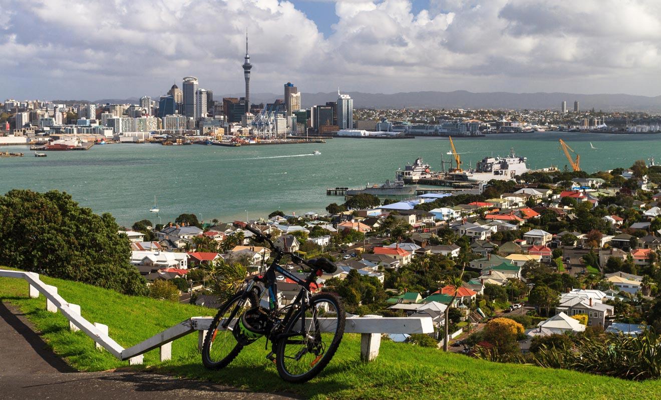 Nga Haerenga est une piste de vélo qui traverse les deux îles du pays. L'itinéraire comporte des gîtes pour la nuit et permet de découvrir les plus beaux paysages.