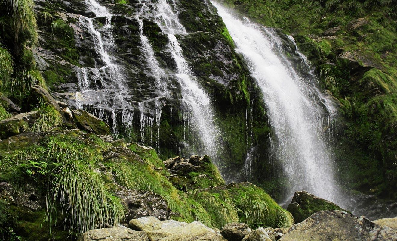 Les cascades s'estompent lorsque la pluie cesse. Paradoxalement, le mauvais temps est souhaitable si l'on souhaite profiter du spectacle.