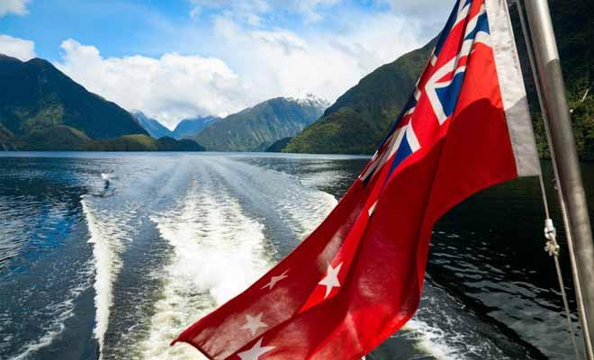 Une pétition a eu raison du projet de barrage qui aurait submergé les îles du lac Manapouri. Certains historiens y voient l'origine de la conscience écologique de la population néo-zélandaise.